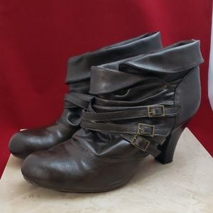 Decree Fold Over Dark Brown Ankle Boots Size 10